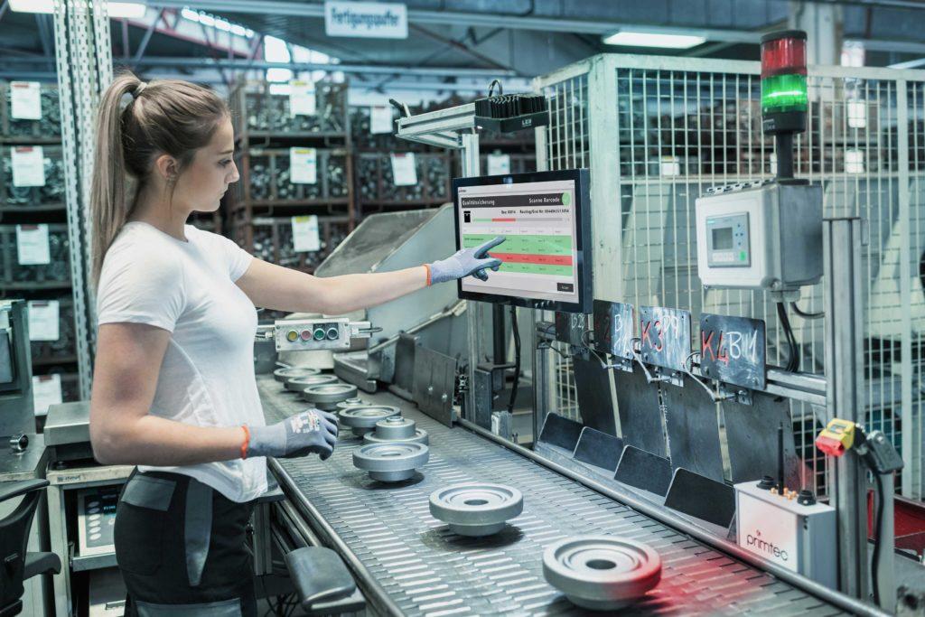 gekennzeichnete Produkte werden von einem IoT Device gesteuerten Barcode Scanner erfasst und in der Applikation dagestellt